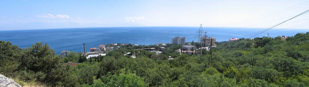 небольшая панорама Чёрного моря сделана по пути из храма в Форос